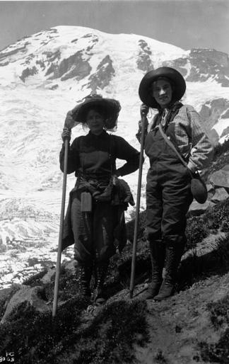 Bergsteigerinnen um 1905