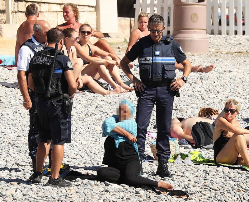 Verbotener Burkini am Strand von Nizza 2016