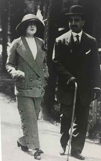 Frau im Hosenanzug in den 1920er Jahren