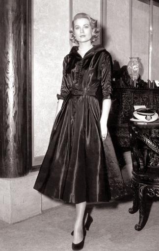 Grace Kelly im kleinen Schwarzen