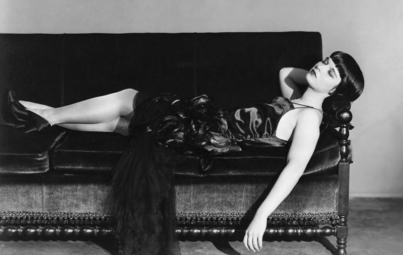 Foto: Louise Brooks im kleinen Schwarzen, 1929