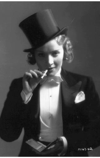Marlene Dietrich mit Frack und Zylinder