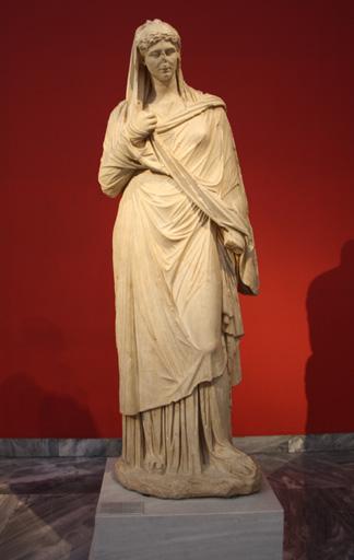 Römische Statue mit Palla