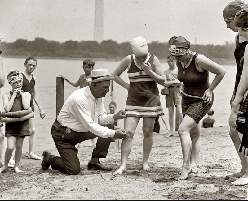Zu knappe Badeanzüge in den 1920er Jahren